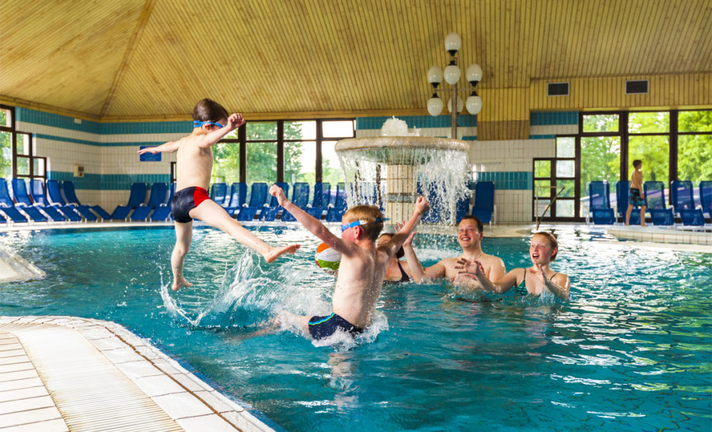Indoor-pools_Family-playing-in-the-pool_01_Water-Park_TB_Foto-Zoran-Vogrincic_2509-14