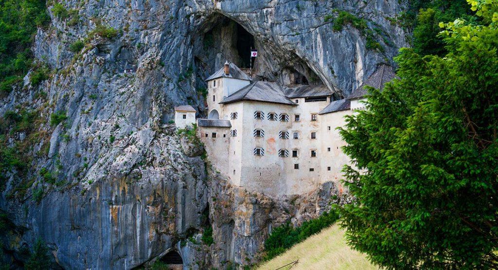 Postojna-cave-predjamski-grad