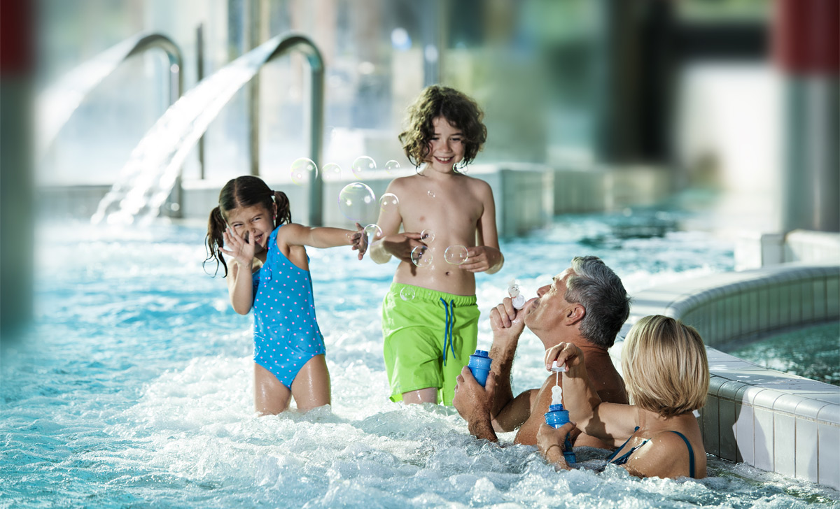 indoorpool_kids_grandparents_ZR_DD2016