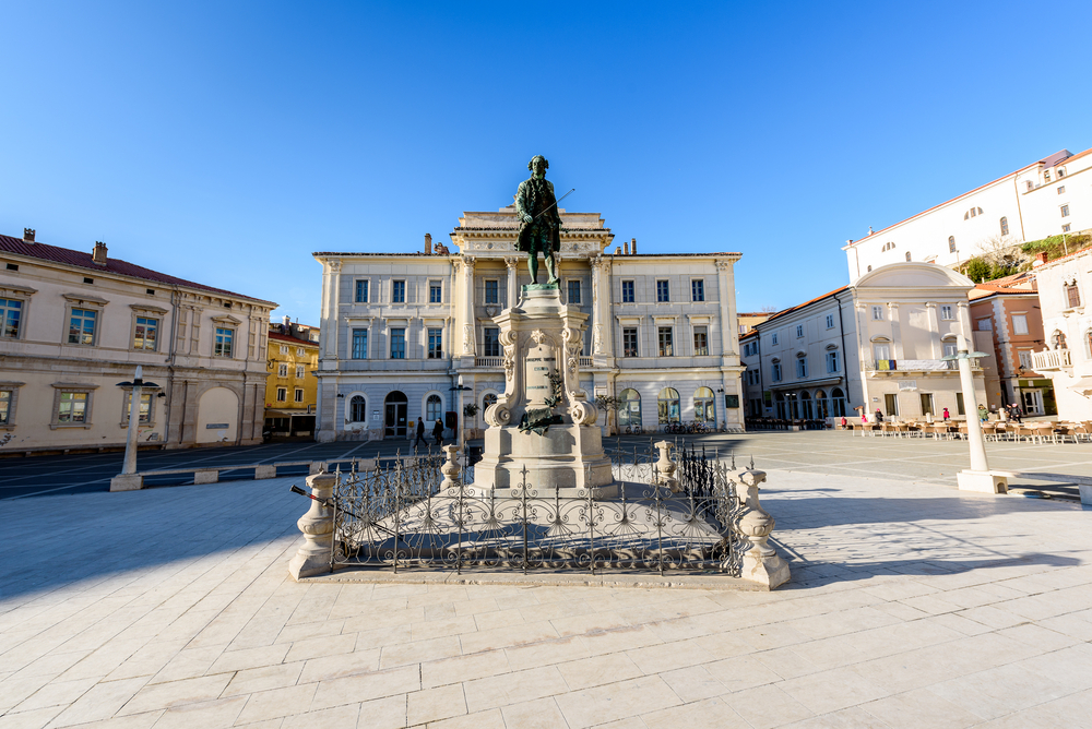 shutterstock_557044759 Tartini square with town hall and City Library in Piran. The main market of Piran – old medieval town and major tourist attraction in Slovenia