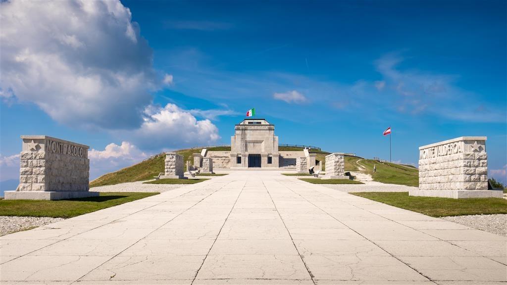 Památník na Monte Grappa připomíná těžké boje známé pod souhrnným názvem bitva na Piavě