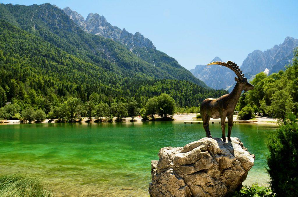 lake-jasna-statue-goldhorn
