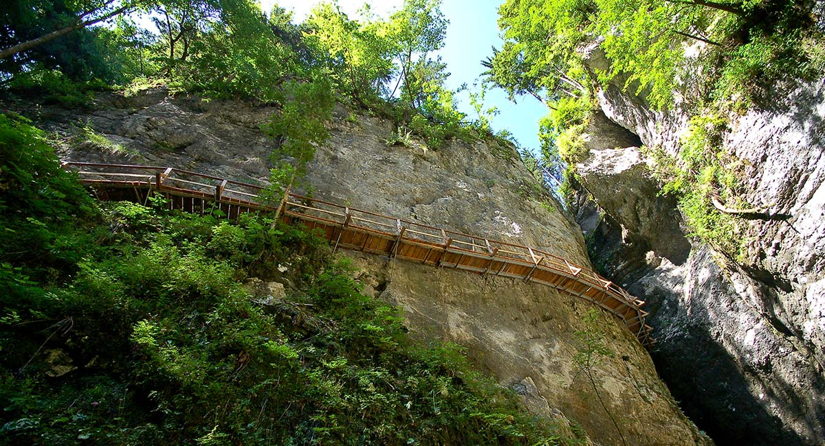 hiking-gorge-of-pokljuka