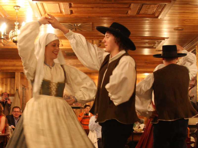 Slovenia_Culture__Slovenian_evening_01
