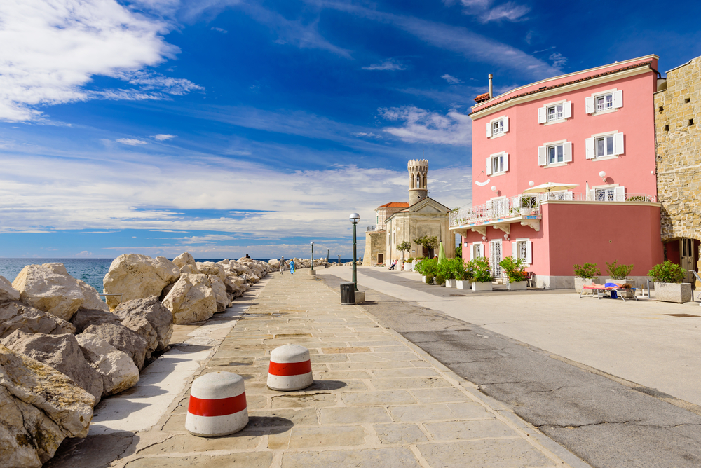 shutterstock_515557588 Lighthouse and a picturesque promenade with old houses in a Sunny summer day, Piran, Slovenia