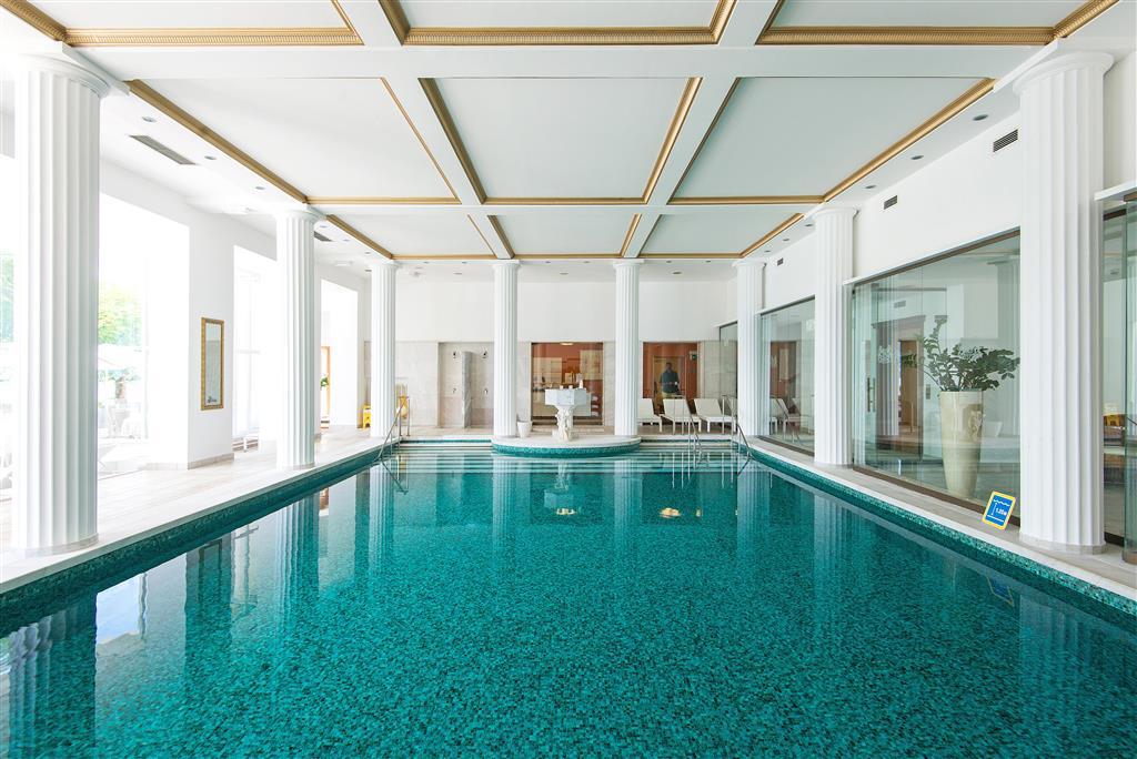 Vnitřní termální bazén s teplotou 22°